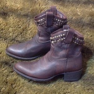 FRYE Diana Cut Stud Short Dark Brown Boot sz 6.5b